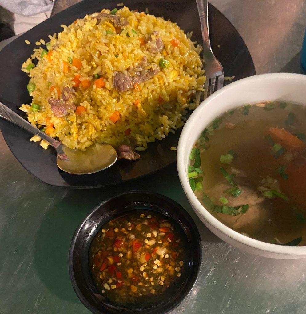 makanan jalanan Phnom Penh - nasi goreng Kamboja